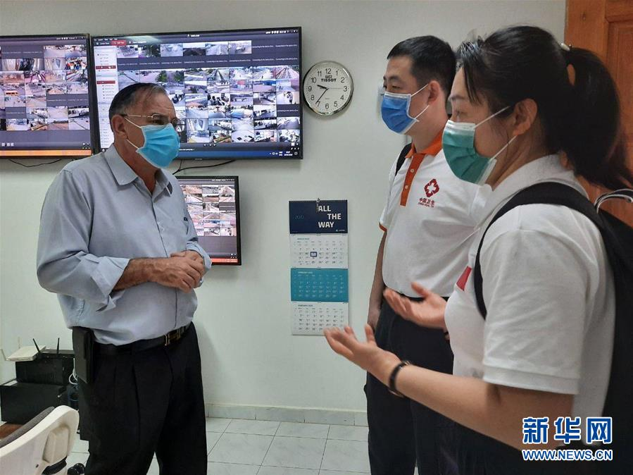"""(国际疫情·图文互动)(3)""""工作忙碌又细致,经验丰富又专业""""——一名柬埔寨青年眼中的中国援柬抗疫医疗专家组"""