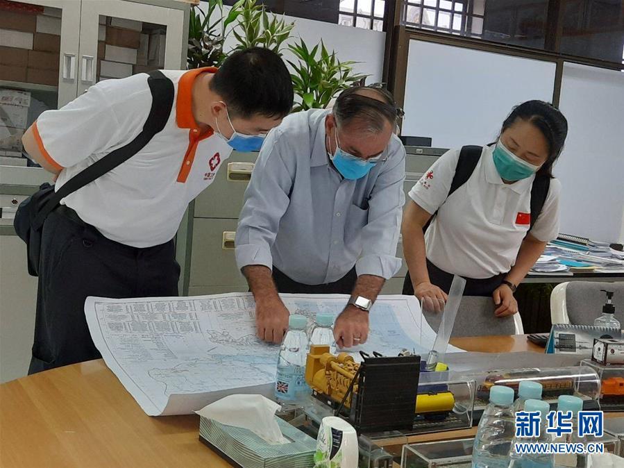 """(国际疫情·图文互动)(5)""""工作忙碌又细致,经验丰富又专业""""——一名柬埔寨青年眼中的中国援柬抗疫医疗专家组"""
