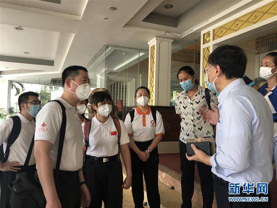 """(国际疫情·图文互动)(6)""""工作忙碌又细致,经验丰富又专业""""——一名柬埔寨青年眼中的中国援柬抗疫医疗专家组"""